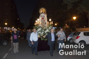 Virgen de los Desamparados por el barrio de san Isidro. Foto de Manolo Guallart.
