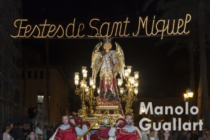 San Miguel de Lliria en su procesión. Foto de Manolo Guallart.
