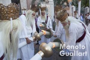 Cirialots antes de la procesion del Corpus en Almassera. Foto de Manolo Guallart.