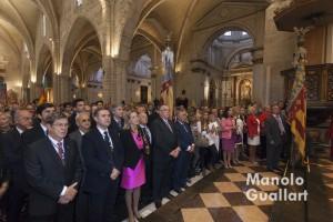 Momento del Te Deum, con las senyeras en la catedral y representantes de Lo Rat Penat en lugar de honor. Foto de Manolo Guallart.