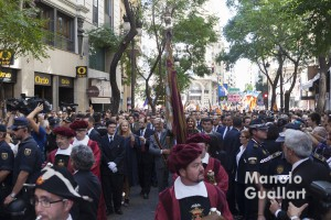 Paso de la Real Senyera por la calle de San Vicente Mártir. Foto de Manolo Guallart.