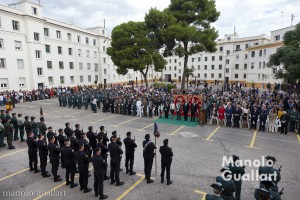Acto oficial en el cuartel de Cantarranas. Celebración de la Guardia Civil en honor a la Virgen del Pilar en Valencia. Foto de Manolo Guallart.