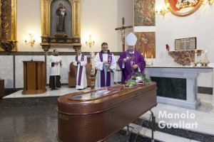 Funeral de Fray Conrado Estruch presidido por el obispo auxiliar de Valencia Esteban Escudero. Foto de Manolo Guallart.