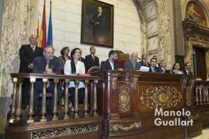 La junta directiva de la JCF durante la llamada del alcalde a Alicia Moreno. Foto de Manolo Guallart.