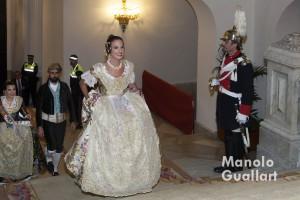 Alicia Moreno, Fallera Mayor de Valencia 2016 llega al ayuntamiento para su nombramiento. Foto de Manolo Guallart.