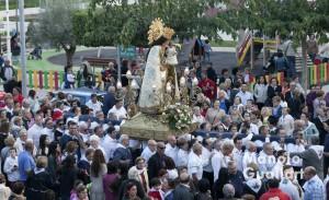 Romería con la Mare de Déu portada con las calles de Bonrepós i Mirambell. Foto de Manolo Guallart.