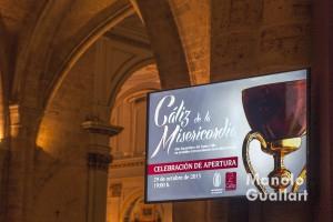 Pantalla en la catedral de Valencia anunciando la celebración del Año Jubilar del Santo Cáliz. Foto de Manolo Guallart.