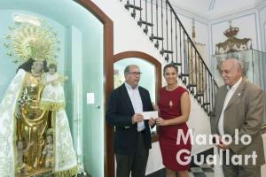 Entrega del donativo solidarios de las fallas a la Fundación Maides en 2015. Foto de Manolo Guallart.