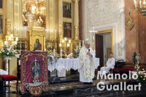 El obispo auxiliar Esteban Escudero en su homilía. Foto de Manolo Guallart.