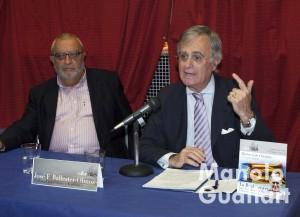El profesor José Francisco Ballester-Olmos hablando de la Real Senyera. Foto de Manolo Guallart.