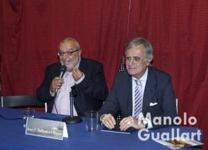 Julio Tormo, presidente de la falla Joaquín Costa-Burriana, presentando a Ballester-Olmos. Foto de Manolo Guallart.