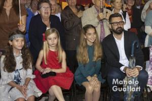 (A la derecha) María Donderis, fallera mayor Infantil de Valencia con Pere Fuset, concejal de Cultura Festiva y presidente de JCF. Foto de Manolo Guallart.