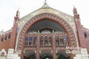 Puerta del Mercado de Colón en la calle Conde de Salvatierra. Foto de Manolo Guallart.