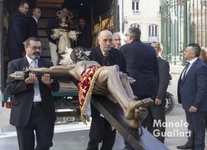 Llegada del Cristo de la Fe de Paterna al Mercado de Colón en Valencia. Foto de Manolo Guallart.