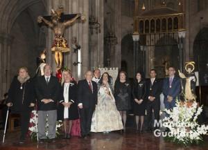 Imagen de grupo para la historia, con representantes del Cristo de la Fe de Paterna y San Vicente del Marcado de Colón. Foto de Manolo Guallart.