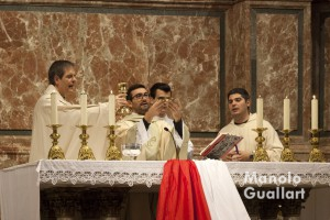 Celebración de la eucaristía en la Nightfever Valencia. Foto de Manolo Guallart.