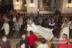 Entrada de la imagen de la Asunción al inicio de la celebración. Foto de Manolo Guallart.