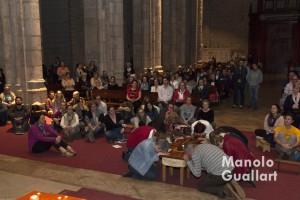 Jóvenes participantes en la Oración de Taizé de Santa catalina. Foto de Manolo Guallart.