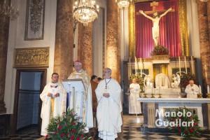 José Máximo Lledó, el obispo Juan Piris y Ángel Miguel Olivares en la Novena del Cristo del Salvador. Foto de Manolo Guallart.