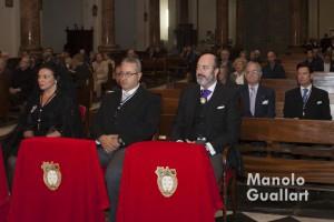 El Hermano Mayor de la Archicofradía del Cisto del Salvador junto a los clavarios mayores de este año. Foto de Manolo Guallart.