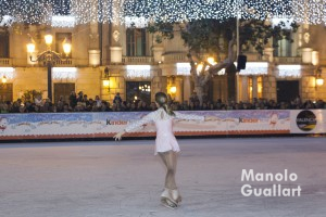 """Muestra de patinaje artístico en la pista de hielo """"Kinder Ice"""" de Valencia. Foto de Manolo Guallart."""