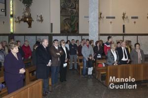 Fieles en la eucaristía previa a la bendición de los belenes de Fray Conrado. Foto de Manolo Guallart.