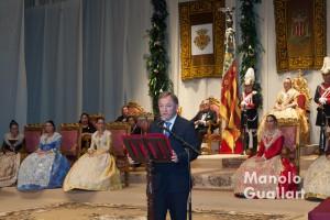 El Delegado del Gobierno, Juan Carlos Morales,leyendo el discurso del mantenedor de Jocs Florals. Foto de Manolo Guallart.