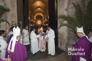 """""""Ésta es la puerta del Señor"""" (Monseñor Cañizares). Foto de Manolo Guallart."""