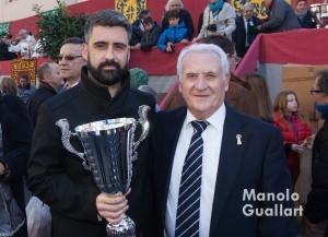 Pere Fuset, concejal de Cultura Festiva, con Miguel Albors, presidente de la Hermandad de San Antonio Abad en Valencia. Foto de Manolo Guallart.