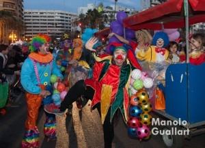 Espectáculo festivo en la primera parte de la cabalgata. Foto de Manolo Guallart.