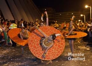 Danzas en el puente de la Exposición durante la cabalgata. Foto de Manolo Guallart.