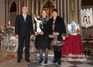 Vicente Ortolá (presidente), María Sancho (2015) y la Clavariesa Mayor Mª José Monzó (2016) del altar vicentino de La Eliana. Foto de Manolo Guallart.
