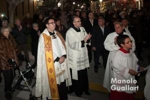 El párroco Francisco Lloréns (izda.) en la llegada de la Virgen a Quartell. Foto de Manolo Guallart.