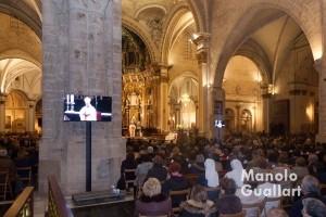 Retransmisión de la eucaristía en la catedral de Valencia. Foto de Manolo Guallart.