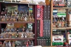 Figuras en miniatura en la Feria del Libro de Ocasión de Valencia. Foto de Manolo Guallart.