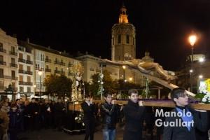 El Via Crucis de Ciutat Vella en Valencia pasa por la Plaza de la Reina. Foto de Manolo Guallart.