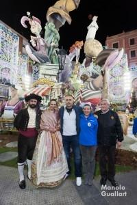 Fotografía para la Historia: Pere Fuset (presidente JCF), Alicia Moreno (FMV), el artista Carlos Carsí, Amparo Olmos (FM) y José Giménez (presidente de Cuba-Literato-Azorín). Foto de Manolo Guallart.