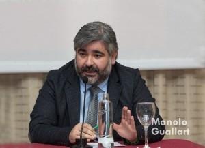 Juanfran Barberá, laureado director artísitco del altar del Tossal, en la mesa redonda. Foto de Manolo Guallart.
