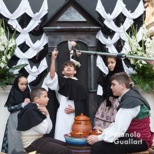 Representación de un milagro de San Vicente Ferrer en el altar del Carmen. El Cant de l´estoreta. Foto de Manolo Guallart.