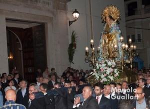 Salida de la procesión de la Virgen en Corbera. Foto de Manolo Guallart.