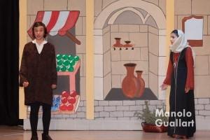 Llucia Navarro (derecha), mejor actriz en el concurso de milagros de San Vicente. Foto de Manolo Guallart.