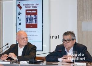 Francesc Bayarri (dcha.) junto a Rafael Solaz en la presentación del libro. Foto de Manolo Guallart.