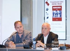 """Rafael Solaz presentando su libro """"Valencia Canalla""""  de Editorial Samaruc. Foto de Manolo Guallart."""