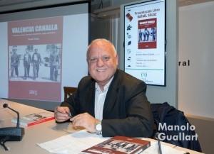El escritor y bibliófilo Rafael Solaz, autor de 31 libros. Foto de Manolo Guallart.