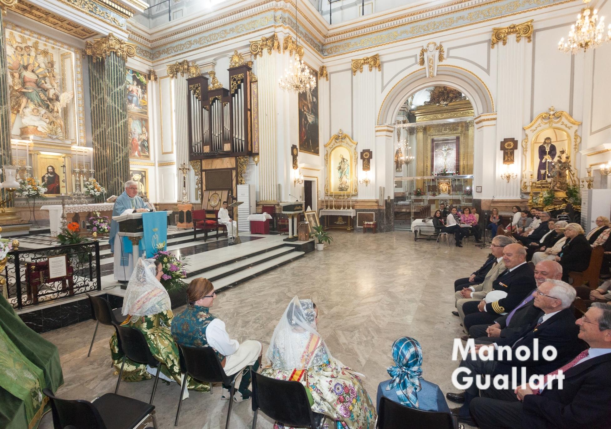 Celebración de la Asunción de María. Parroquia de Santa María del Mar (al fondo la capilla del Cristo del Grao). Foto de Manolo Guallart.