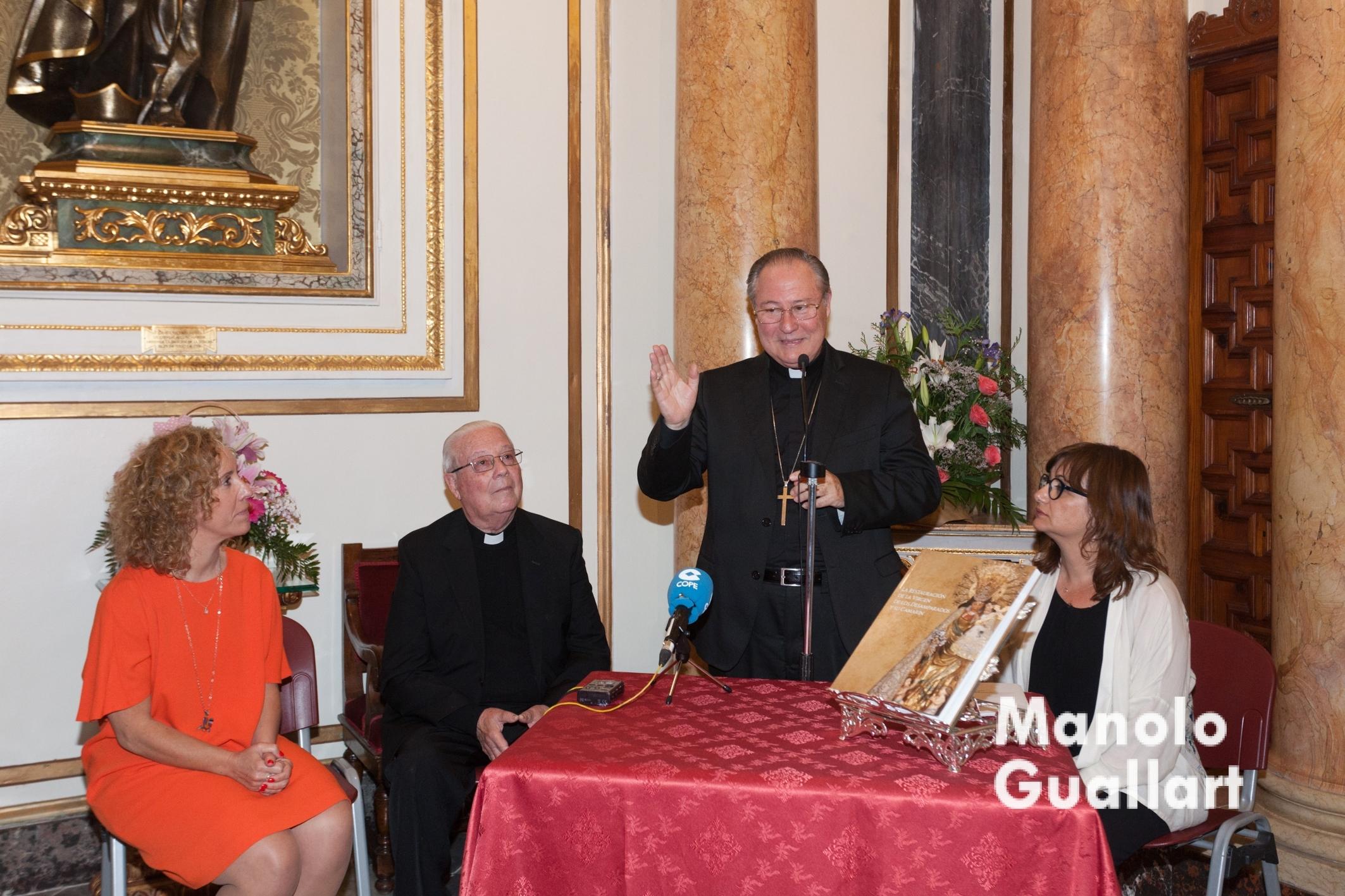 El obispo auxiliar Esteban Escudero en su intervención. Foto de Manolo Guallart.