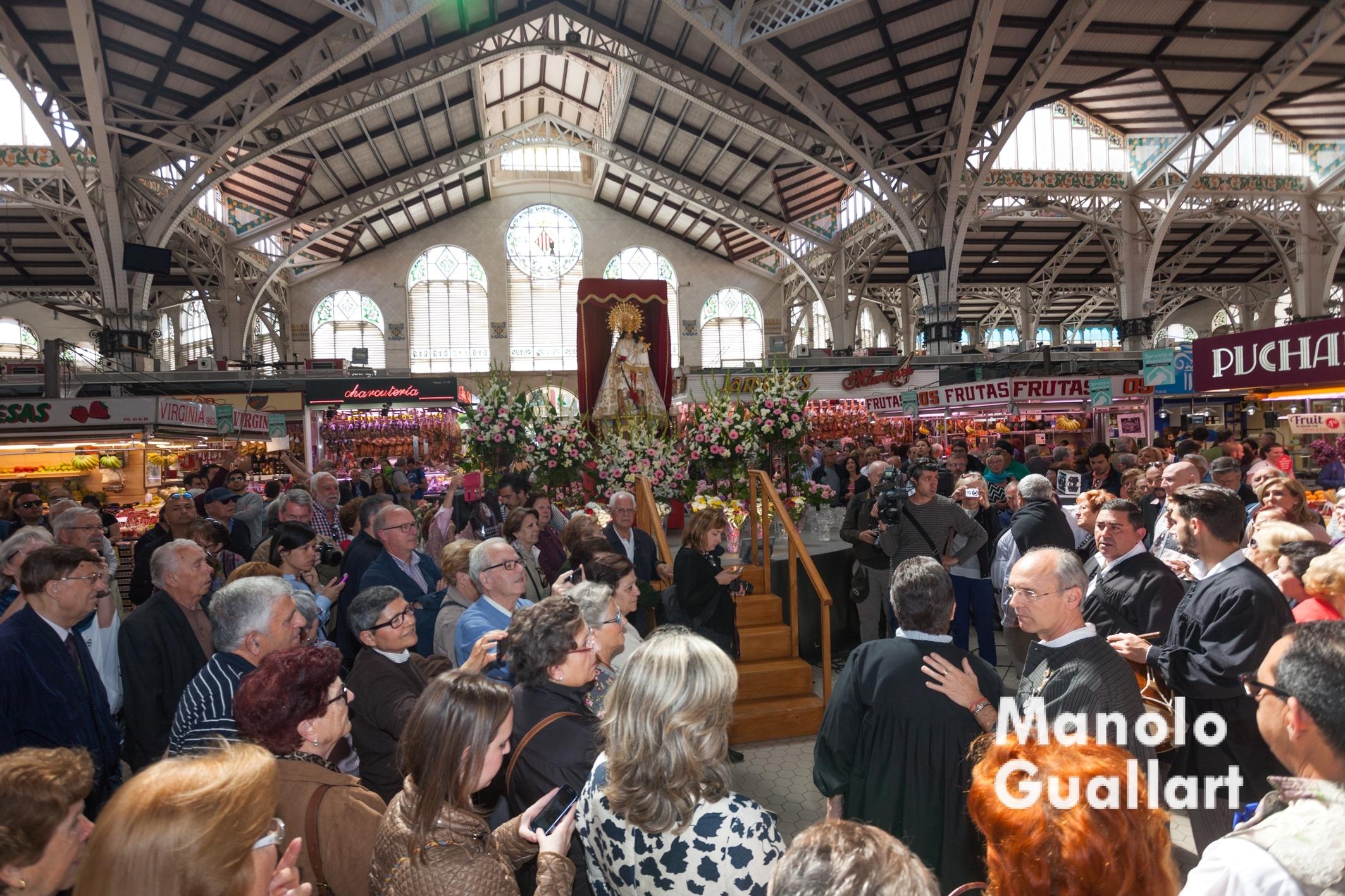 La Virgen en el Mercado Central de Valencia. Foto de Manolo Guallart.