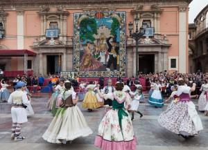 Dansà infantil en la plaza de la Virgen. Foto de Manolo Guallart.