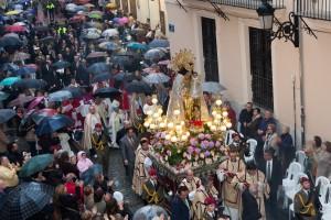 Procesión de la Virgen por la calle de Caballeros. Foto de Manolo Guallart.