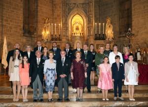 Fotografía familiar anual. Miembros de la Festa dels Xiquets de Sant Vicnet. Foto de Manolo Guallart.
